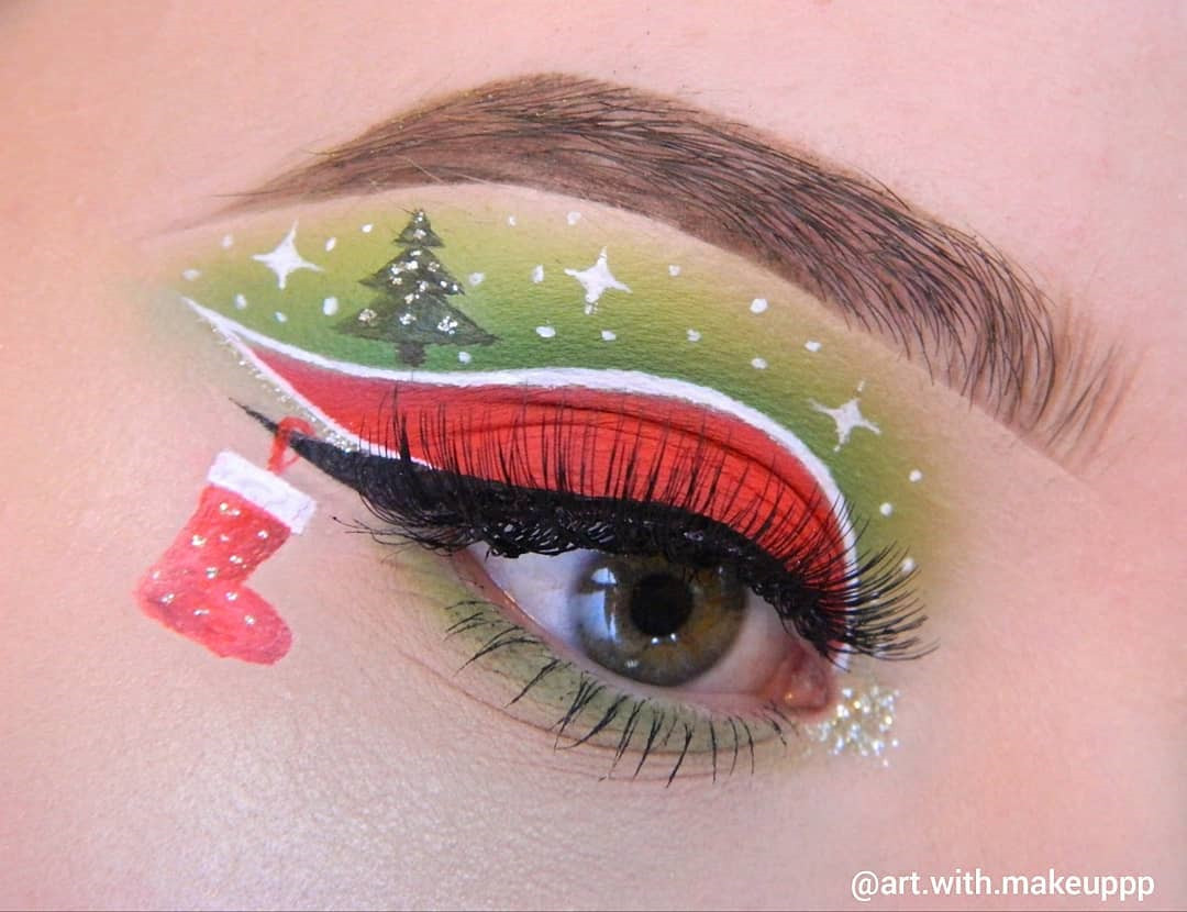 69 Stunning Eyeshadow Makeup Ideas for Christmas, eyeshadow makeup for brown eyes simple, christmas eyeshadow ideas, christmas eyeshadow looks glitter eye, christmas makeup