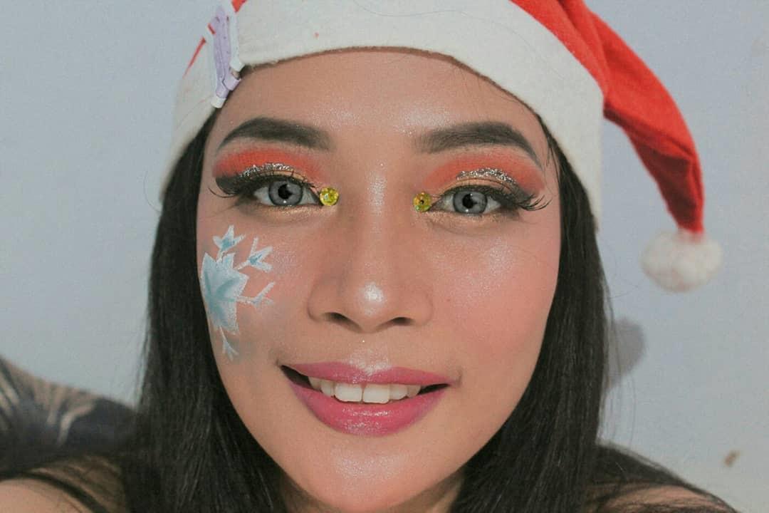 69 Stunning Eyeshadow Makeup Ideas for Christmas, eyeshadow makeup for brown eyes simple, christmas eyeshadow ideas, christmas eyeshadow looks glitter eye, christmas makeup