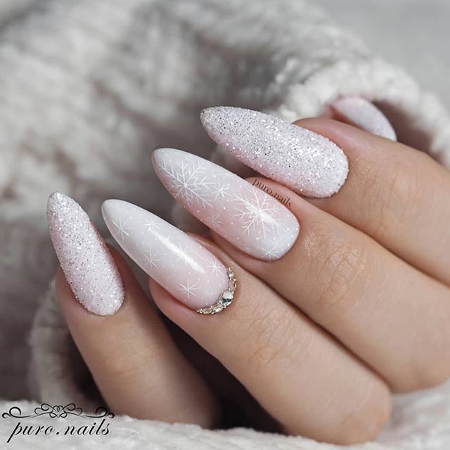 Beautiful Christmas Nail Design Ideas For New Year